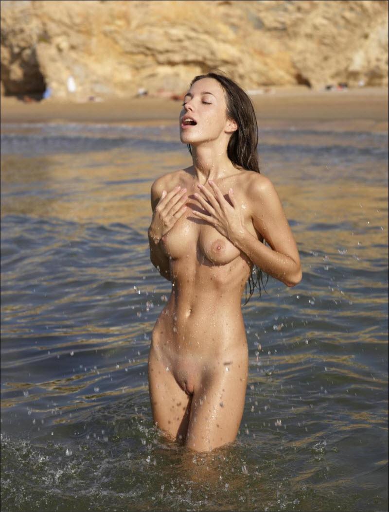 Прекрасные голые пляж 4 фотография