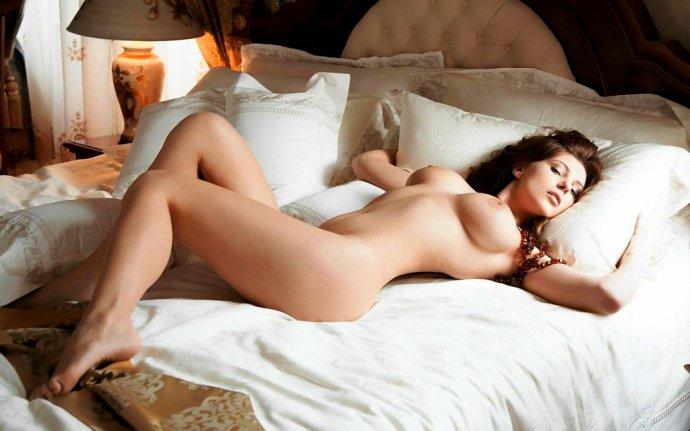 seks-syurpriz-v-posteli