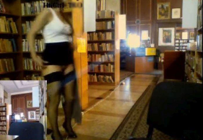 В библиотеке Кишинева модели секс-чата обнажились и вышли онлайн