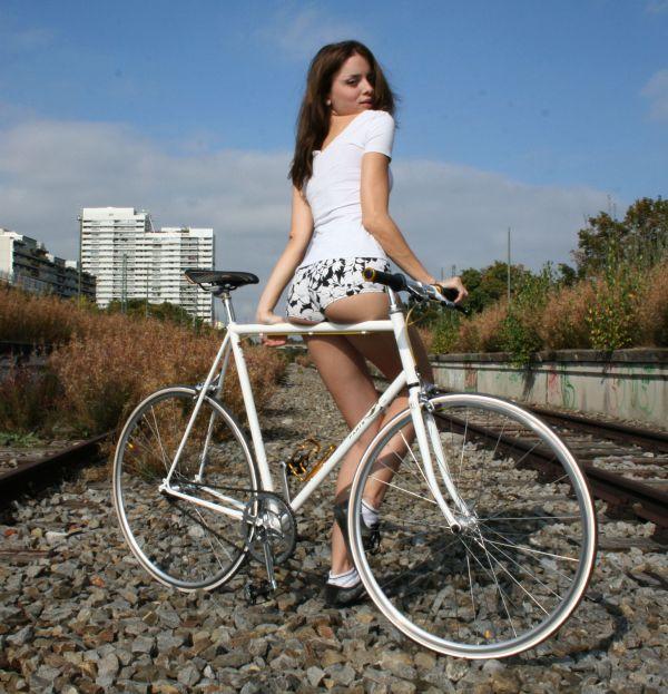 Неудачный опыт катания на велосипеде одной телки