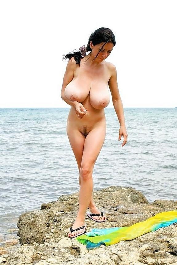 своей комнаты русские большая грудь на пляже готовы