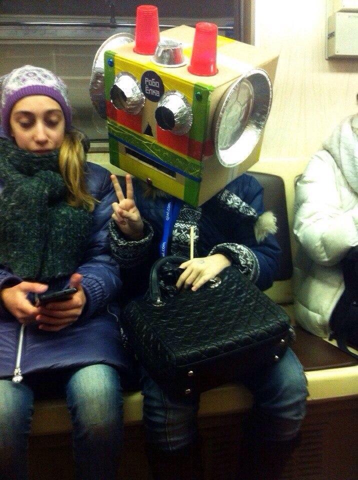Суровая мода в метро