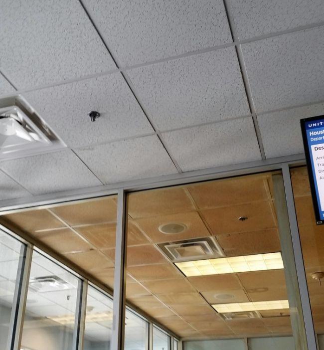 Комната для курения Вашингтонского аэропорта имени Даллеса