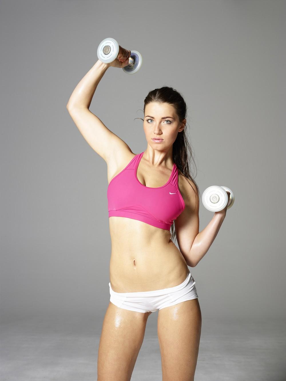 Сексуальная спортсменка Yara