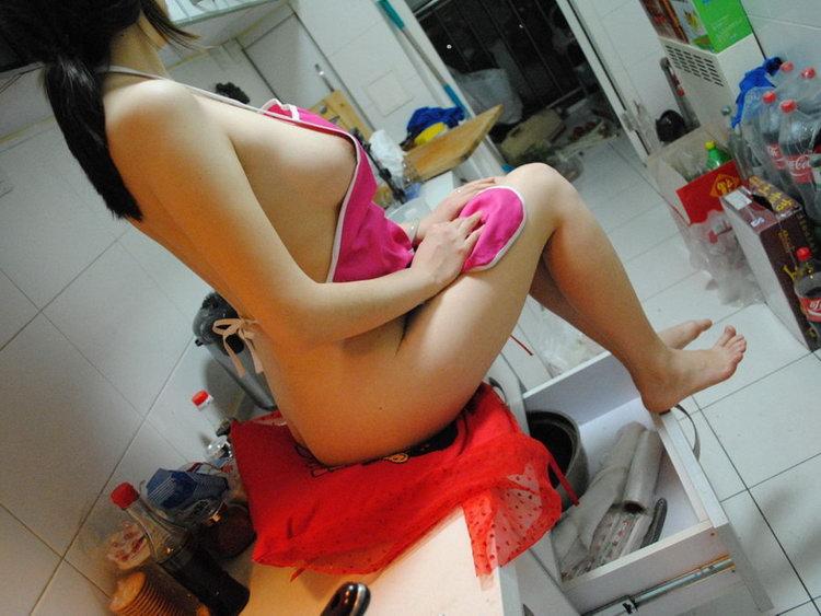Голые на кухне
