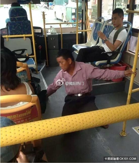 Озабоченный китаец пристаёт к девушке в автобусе