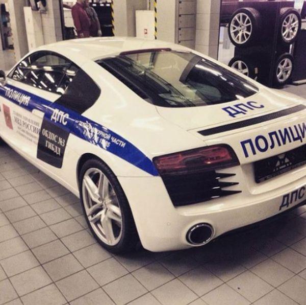 В полиции Санкт-Петербурга появился суперкар Audi R8