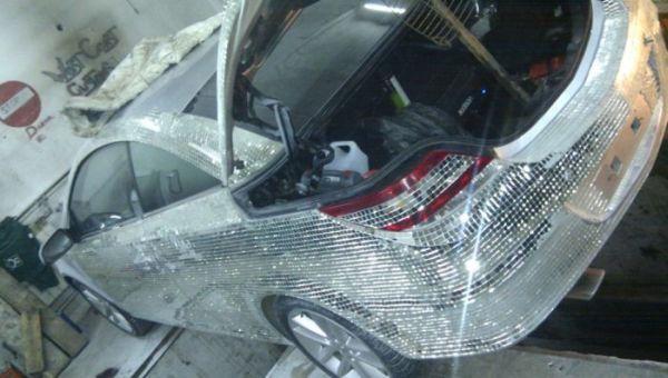 Житель ХМАО инкрустировал свой автомобиль десятками тысяч зеркал