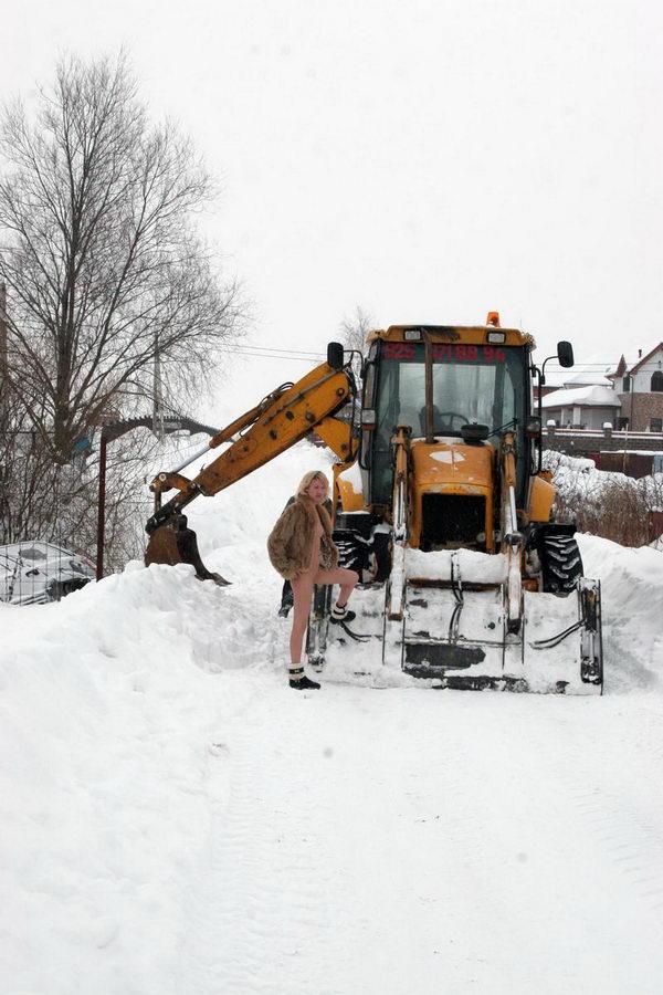Зима близко или как мужики авто из сугроба тащили