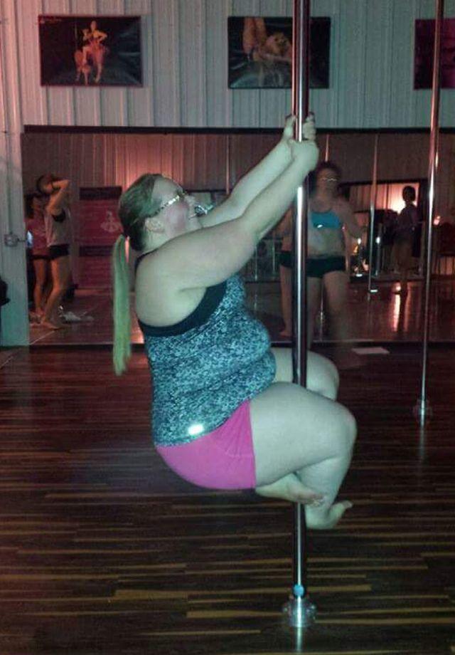 Прикольные картинки танцующих толстушек, открытки