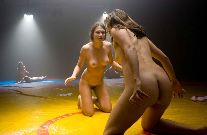 Женские бои фото голышом