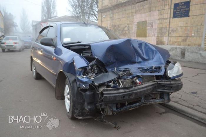 Последствия лобового столкновения Daewoo и УАЗа