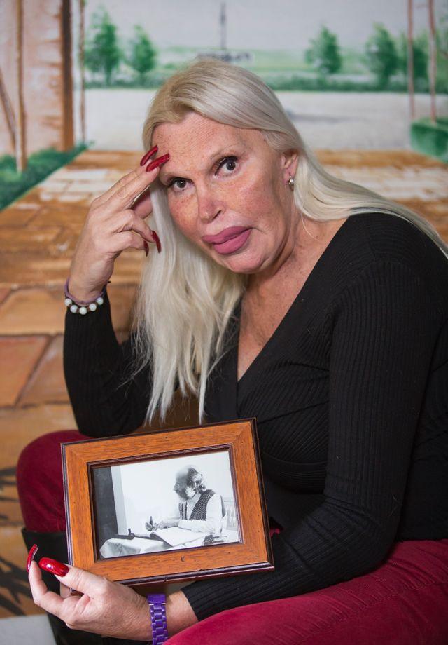 Тот неловкий момент, когда твой муж решил стать уродливой силиконовой блондинкой