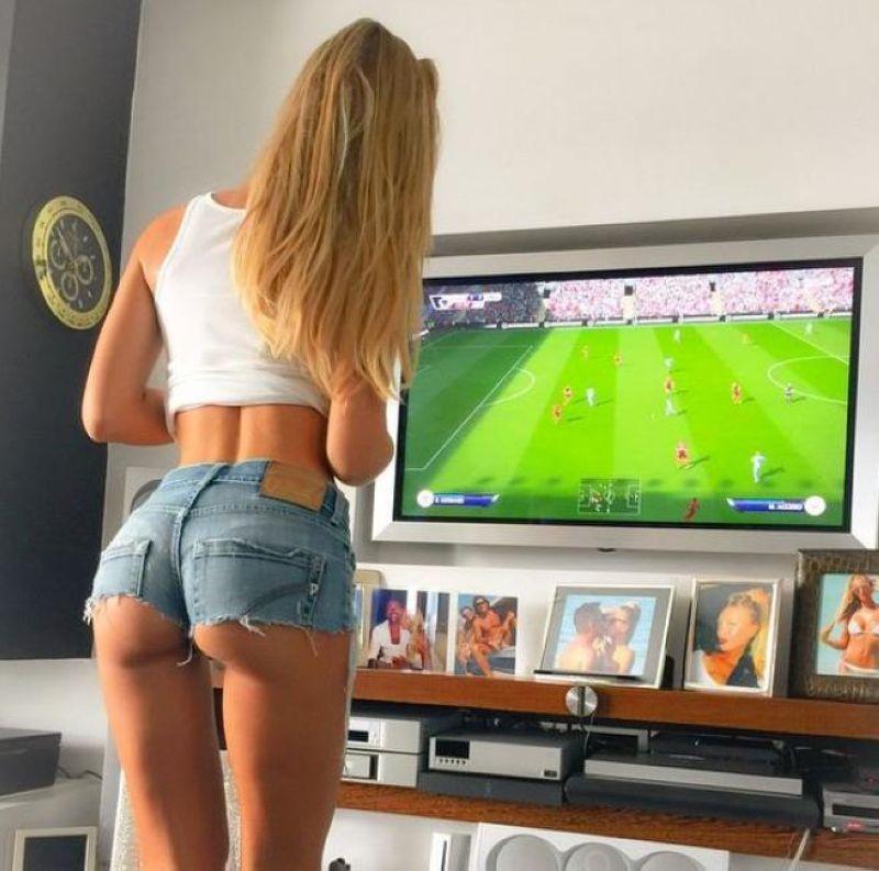 Девушки играют в игры