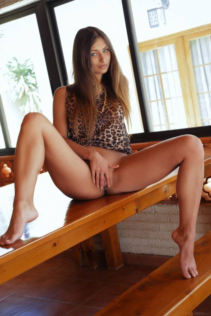 Babes Young Brunette Girl Reveals Her Pink Dress Holed 1