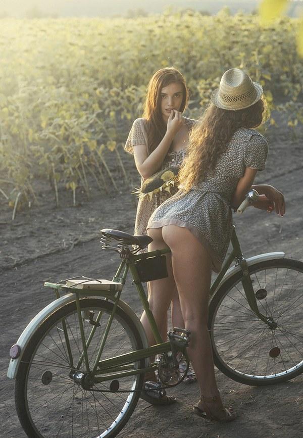 девочки писей на велосипеде