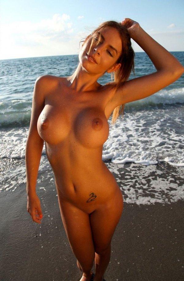 Сиски фото голи
