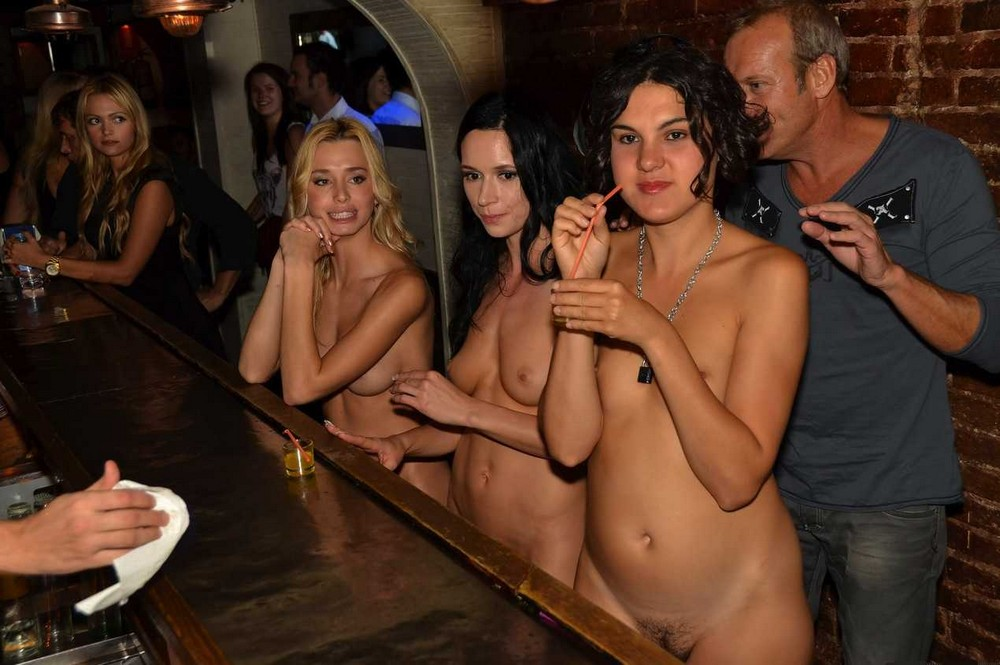 Girls stripping out door party — pic 4