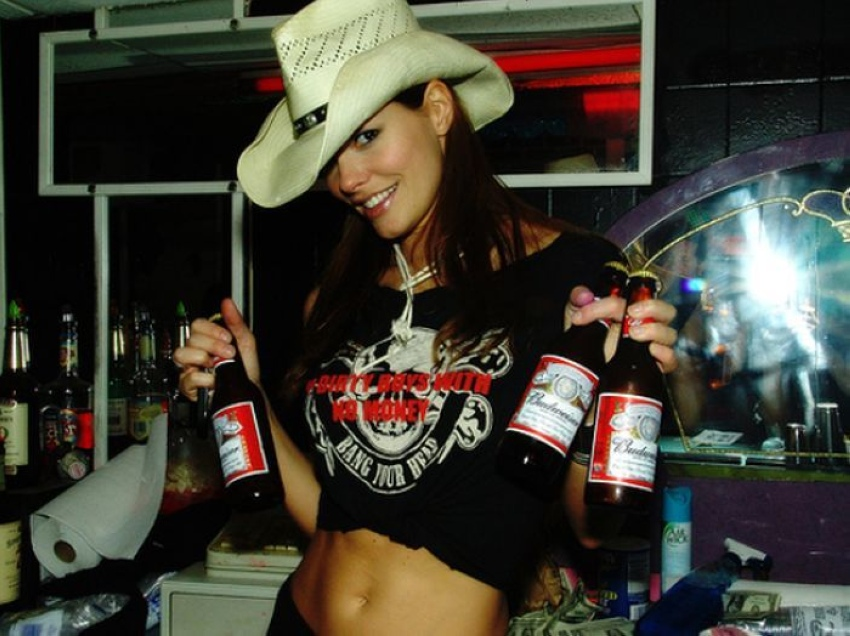 Friend pic hot girls drinking beer