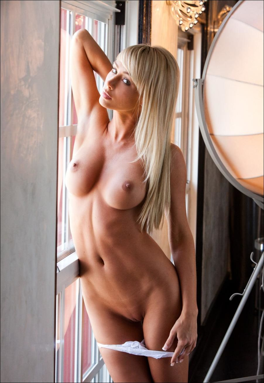 Sarah underwood new fake boobs pictures — pic 1