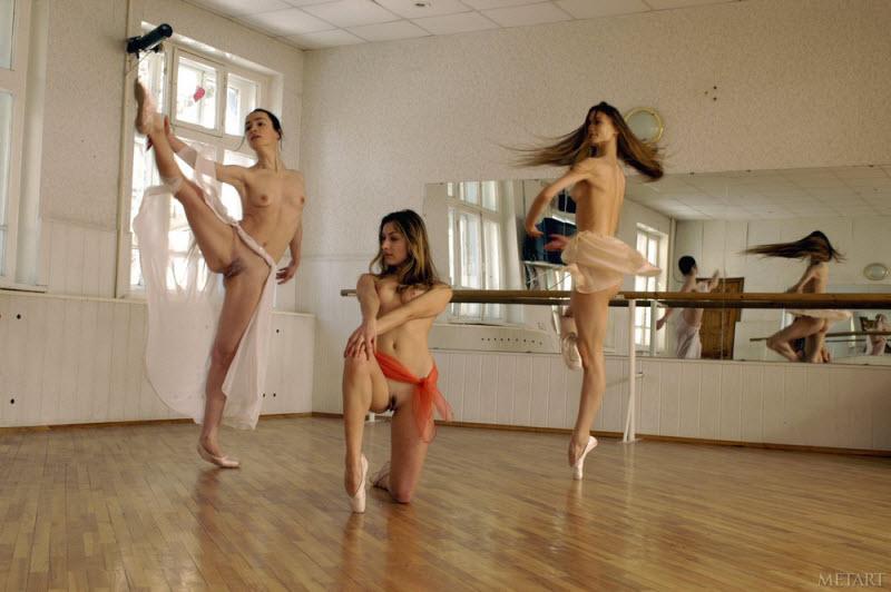 голая танцует в болете ролики