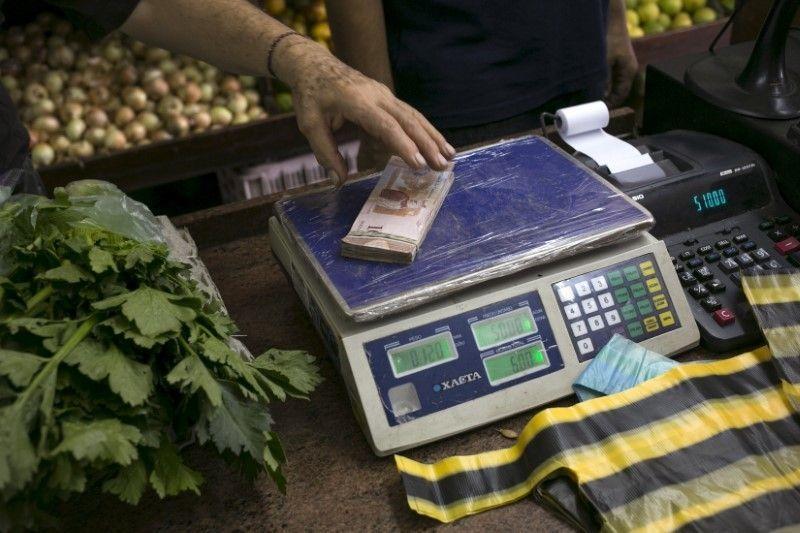 Инфляция в Венесуэле дошла до того, что деньги теперь взвешивают, а не пересчитывают