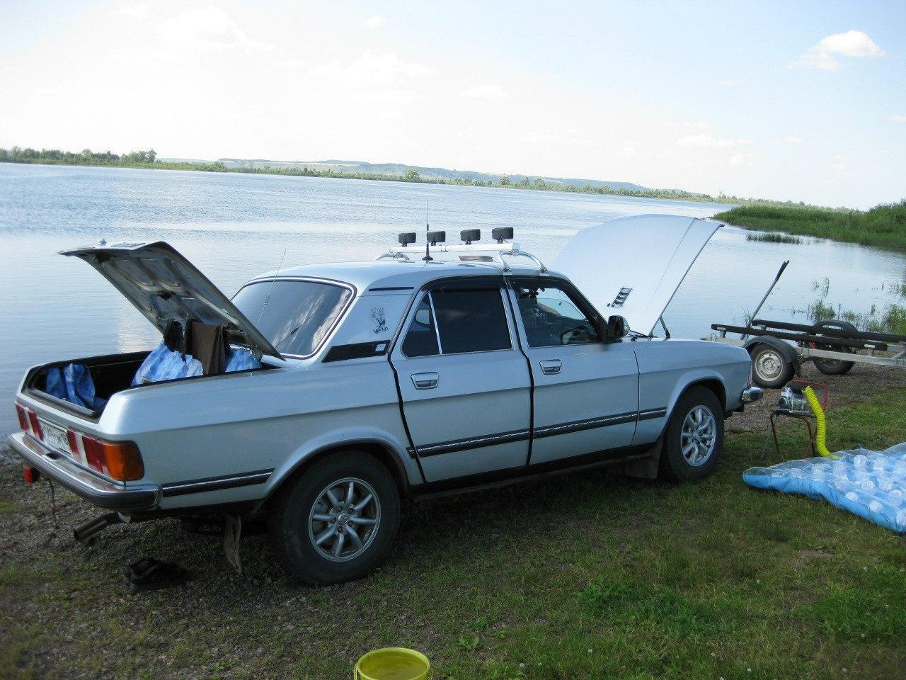 Волга, оснащенная слишком большим количеством колхозных элементов салона
