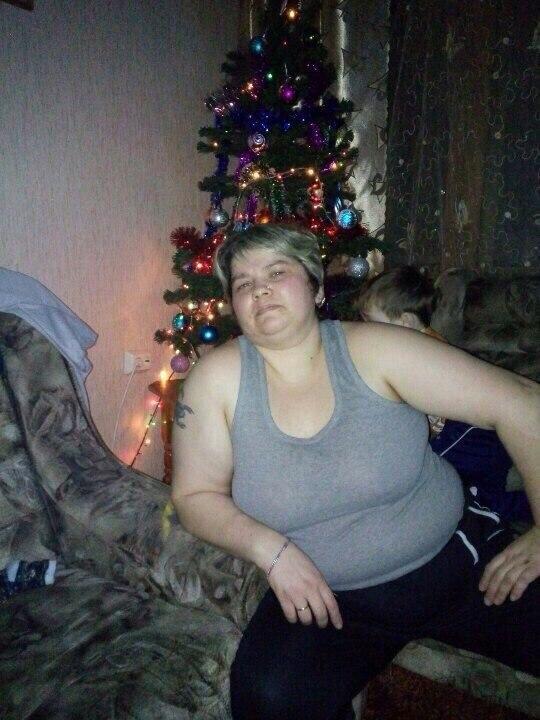 Девушка с татуировкой бекона