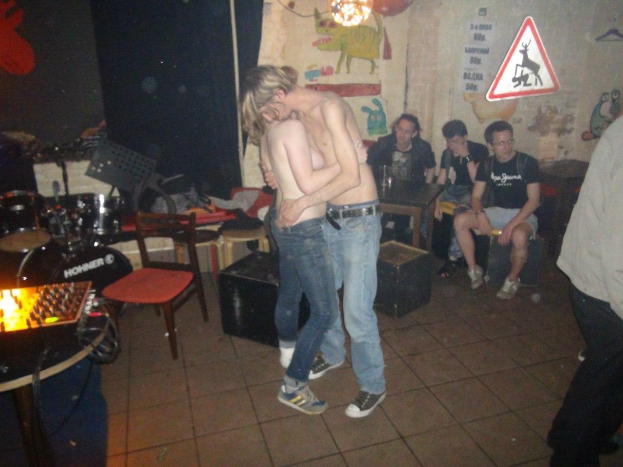 Как отрываются в одном из ночных клубов Питера