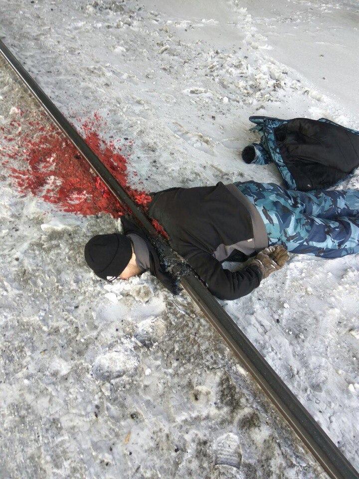 мелани мужик уложил троих железнодорожников сразу разохалась, стала