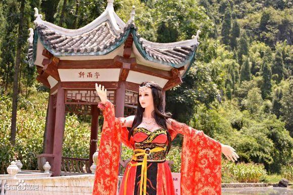 Китаец бросил все и стал жить секс-куклами