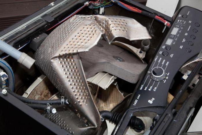 Последствия взрыва стиральной машины на кухне