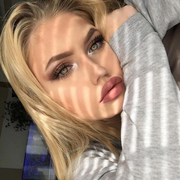 Блондинка С Большими Губами Секс