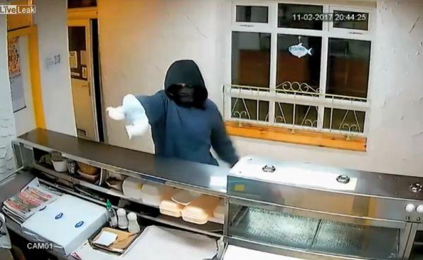 Когда пытаешься ограбить магазин бананом