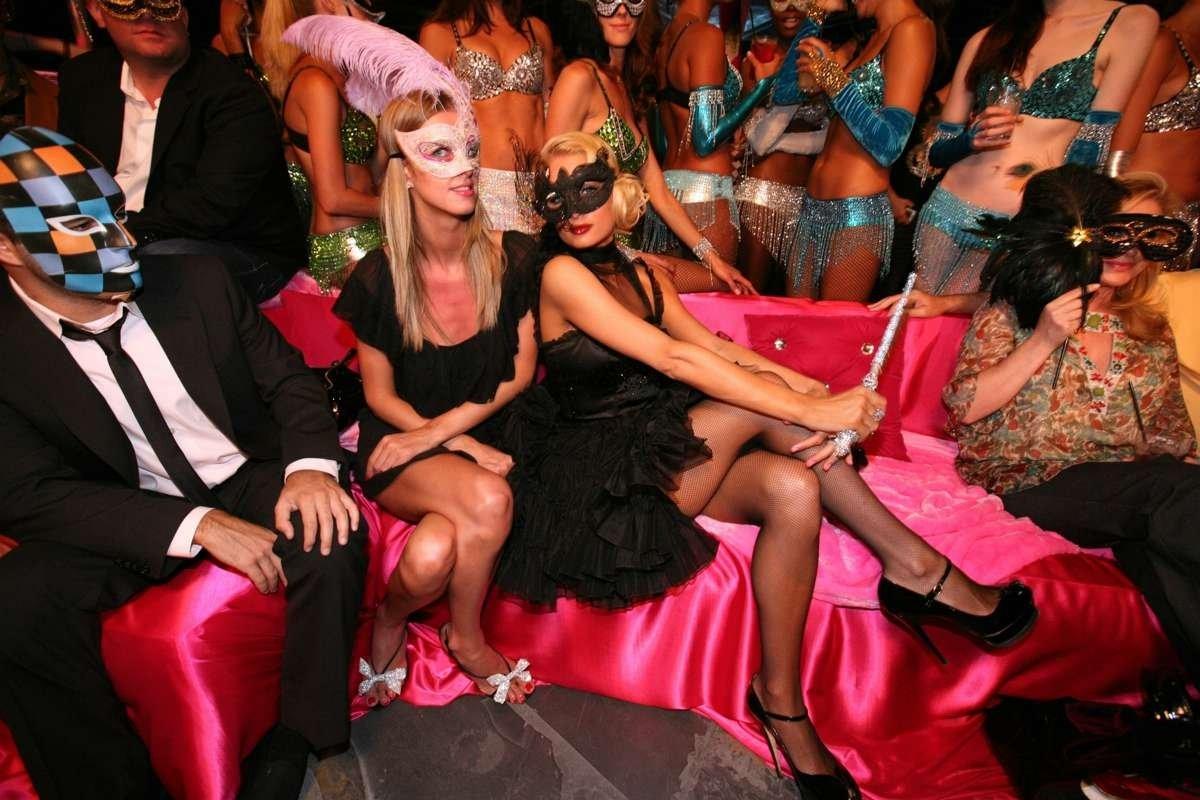Русский секс в клубах, Порно вечеринки - секс в клубе на 24 видео 21 фотография