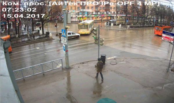 В центре Перми мужчина прокатился на зорбе