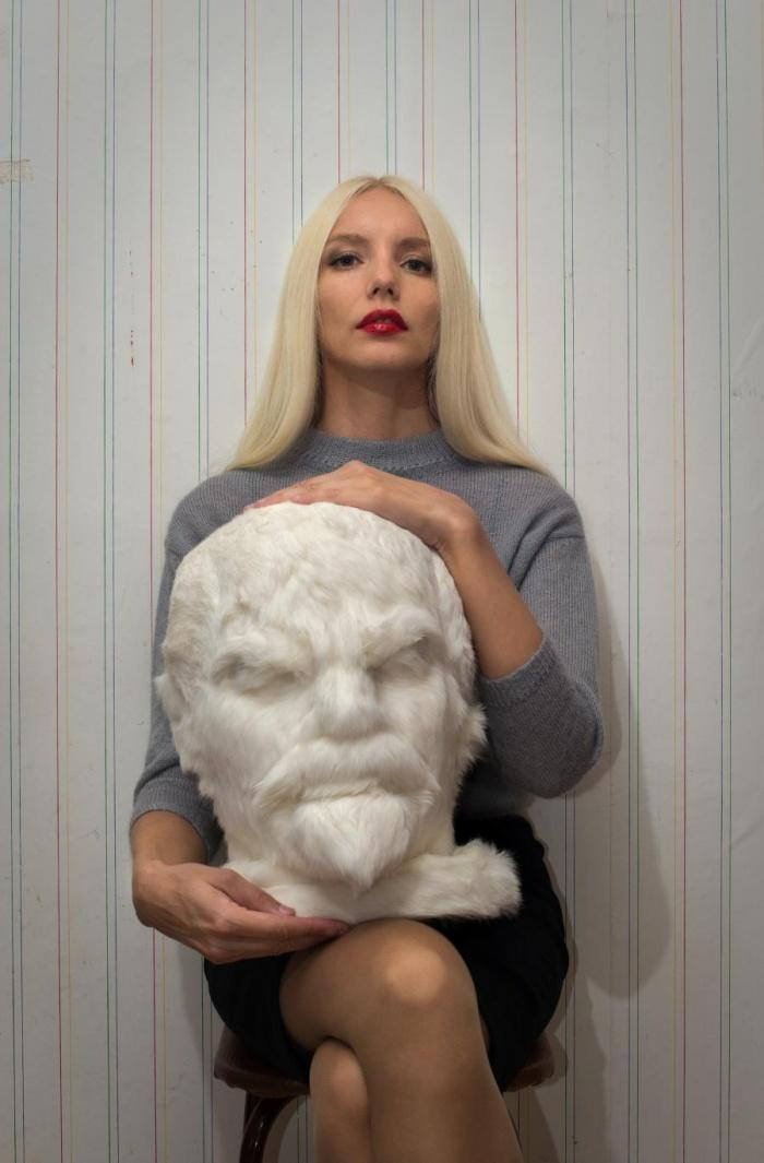 Художница из Томска сшила мохнатого Ленина, меховой глобус и другие предметы из сибирских снов