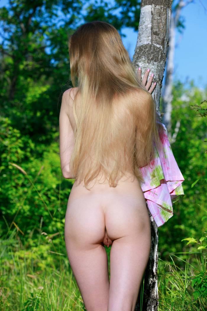 Во поле березка стояла