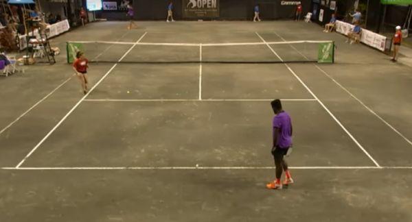 В США теннисный матч прервали из-за сексуальных стонов в доме по соседству