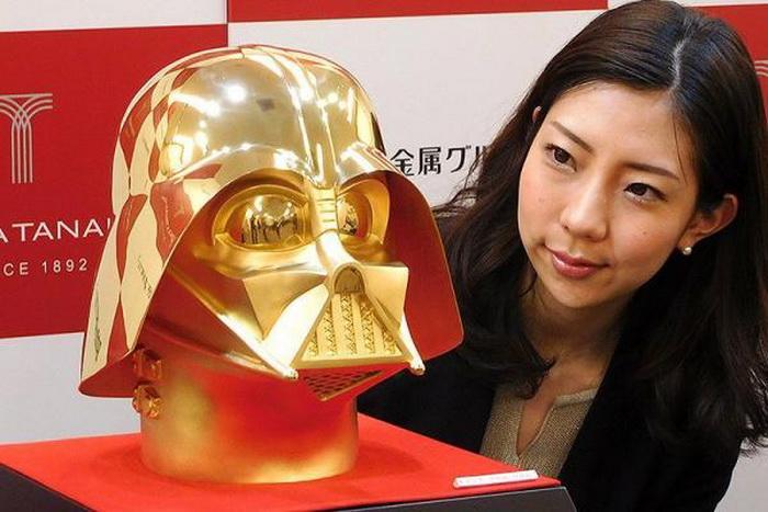 В Токио представлены маска и шлем Дарта Вейдера из золота