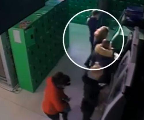 Вскрыл банкомат в супермаркете и похитил полмиллиона гривен на глазах у свидетелей