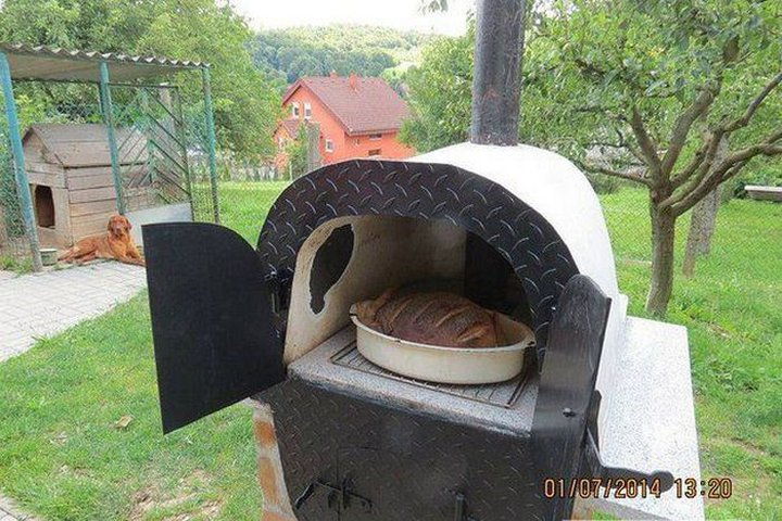 Мужчина сделал хлебопечку из выброшенной ванны