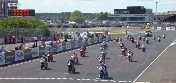 Странная авария: в гонке Moto3 в Ле-Мане множество мотоциклистов попадало на одном повороте