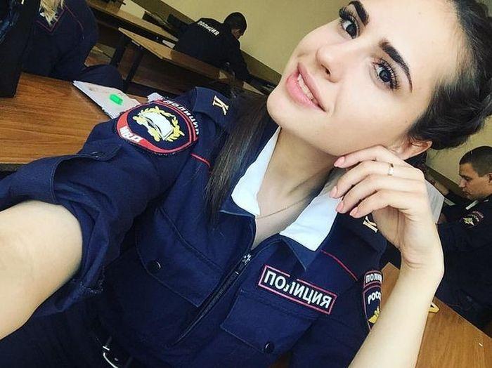 Симпатичные сотрудницы полиции