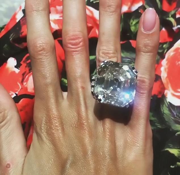 Олигарх из Самары подарил жене кольцо в 70 карат за 9 миллионов долларов