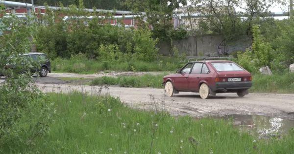 Что будет, если поставить на машину бревна вместо колес