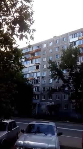 Сорвался с девятого этажа