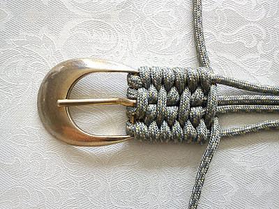 Так можно сплести ремень, имея только пряжку и моток веревки