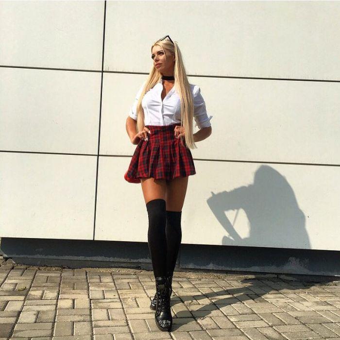 Девушки в коротких юбочках