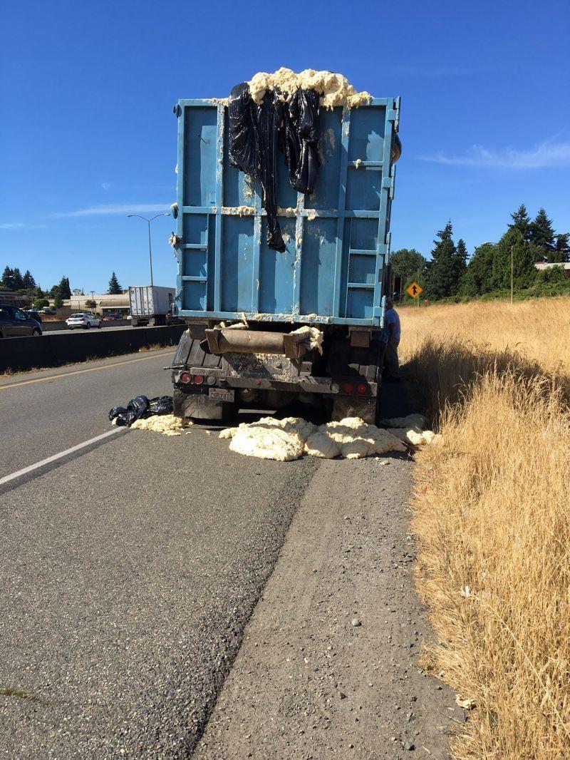 Поднявшееся из-за жары тесто сорвало кузов грузовика